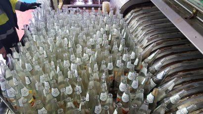Flaschen in der Abfüllanlage